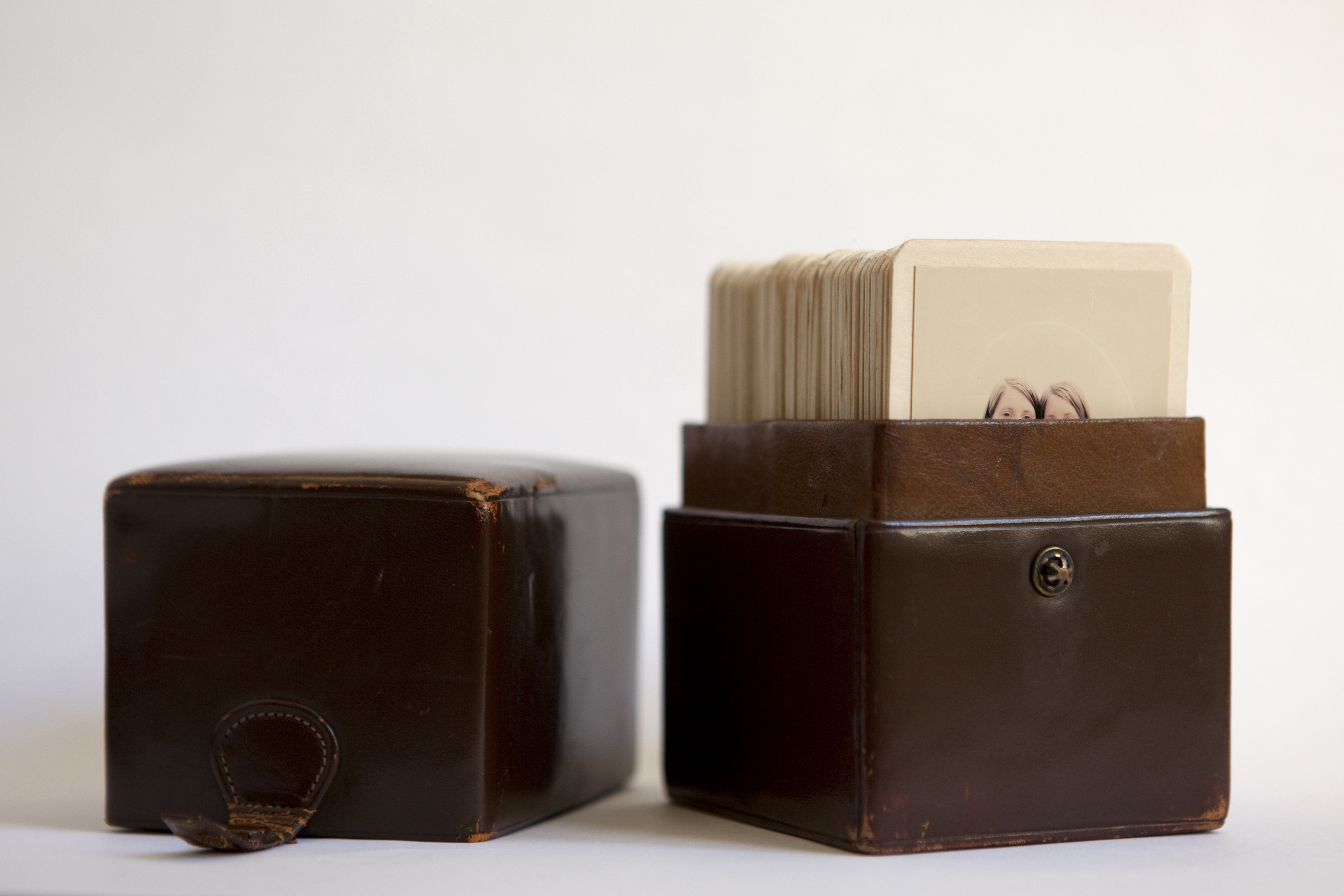Stéphanie Solinas, Phénomènes, 2007, tirages chromogéniques montés sur carton, 6,3 x 10,4 cm ©Stéphanie Solinas