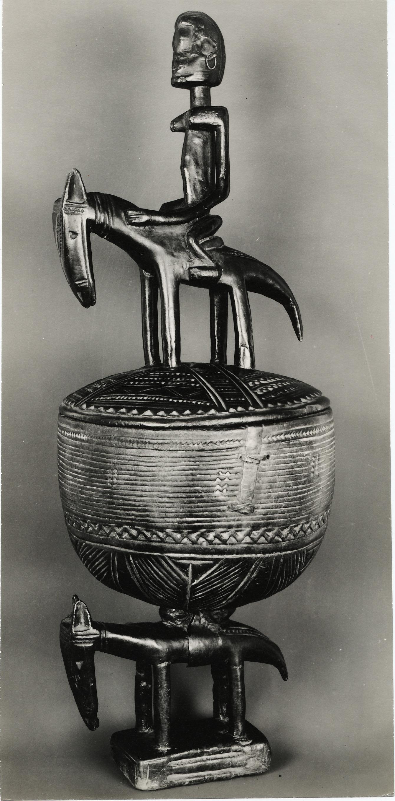 Walker Evans, Urne avec couvercle surmonté d'un oiseau, Sudan français, 1935, tirage argentique d'époque,23,6 x 12,2 cm ©DR